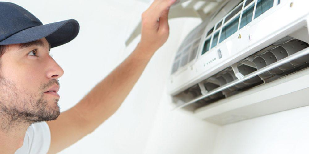 Faire appel aux prestations d'un artisan spécialisé pour installer un système de climatisation chez soi
